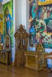 Интерьер Покровского собора Распятие и канун в притворе