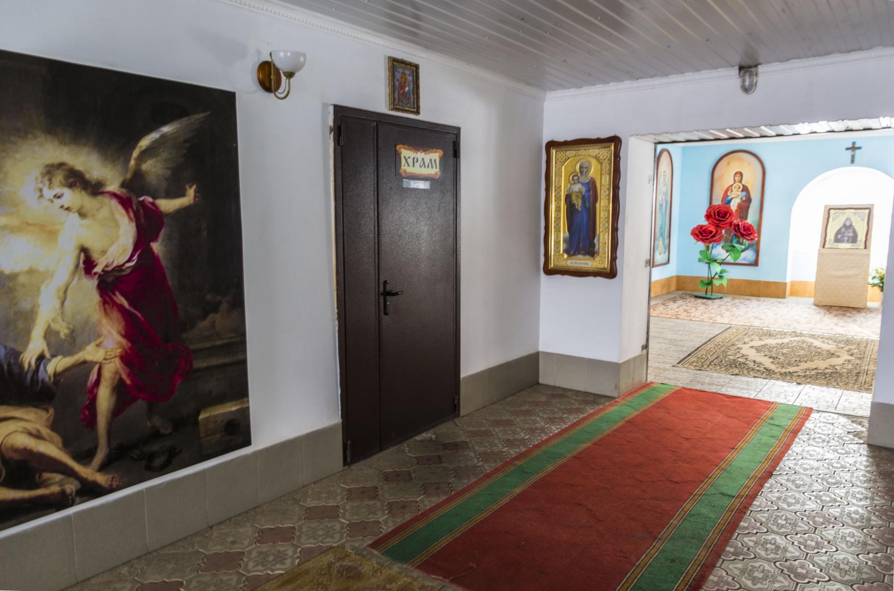 Вход в Иверский (надвратный) храм