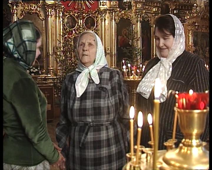 Нина Михайловна Астахова в Сергиевском храме г.Уфы 2002 г
