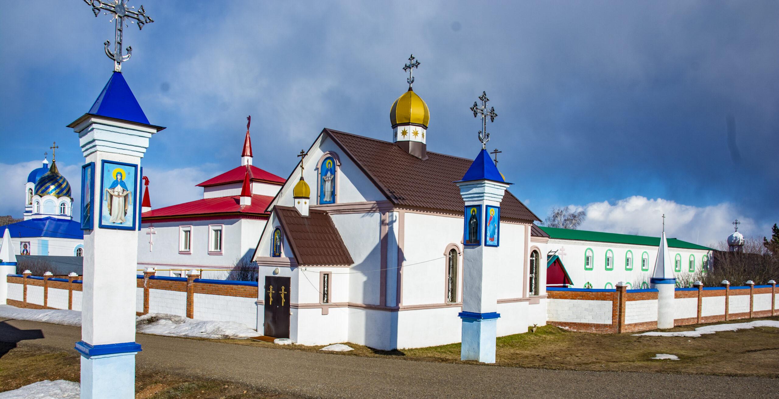 Храмы Покрово-Эннатского монастыря и Свято-Троицкого скита